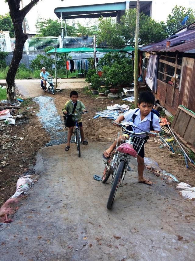 Do dốc cao các em nhỏ đi xe đạp không thể vượt dốc