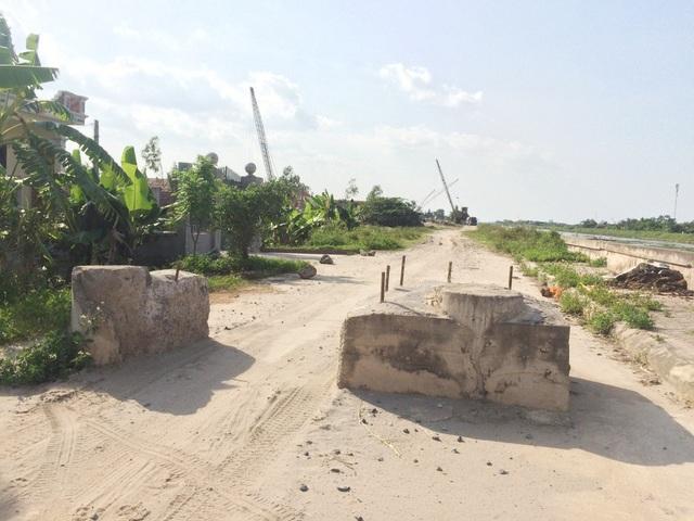Không dẹp bỏ được 2 bãi cát lậu ở xóm 3, chính quyền xã Thượng Kiệm đã phải đổ 2 cọc bê tông cốt thép chắc chắn để ngăn không cho xe vào mua cát. Tuy nhiên, chủ bãi vẫn tìm mọi cách để tiếp tục hoạt động.