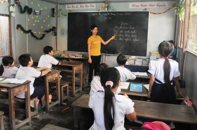 Đa phần các em học sinh đang theo học tại đây là do hoàn cành nghèo, quá tuổi đến trường, thiếu giấy tờ...