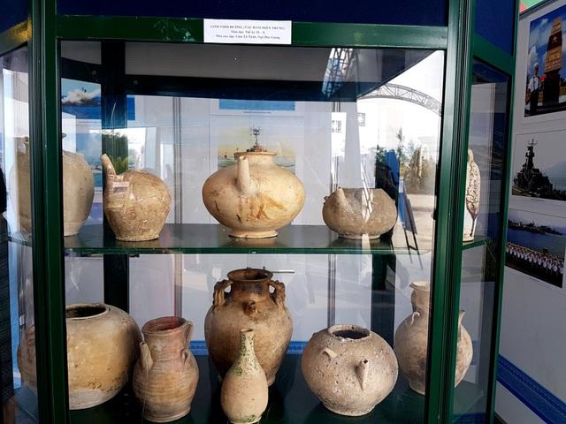 Gốm sứ bị đắm ở vùng biên miền Trung tại buổi triển lãm
