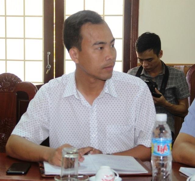 Buổi làm việc nhiều lần bị gián đoạn vì ông Nguyễn Hoàng Tân - Giám đốc Xí nghiệp đóng tàu của công ty Nam Triệu phải ra ngoài điện thoại xin ý kiến lãnh đạo công ty vì nhiều việc ngư dân yêu cầu vượt quá thẩm quyền tự quyết của ông này.