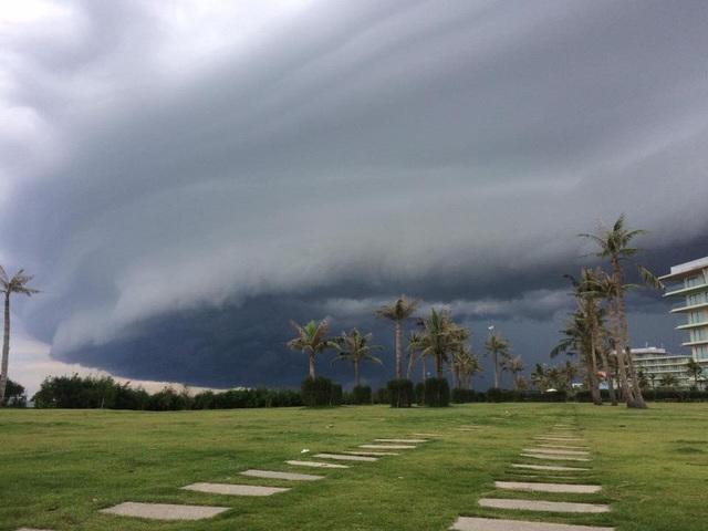 Một góc nhìn khác của đám mây lạ