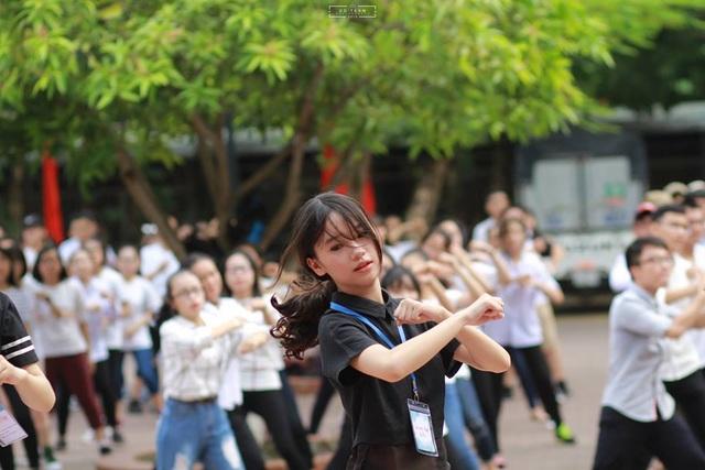 Thu Trang là một học sinh luôn năng động.