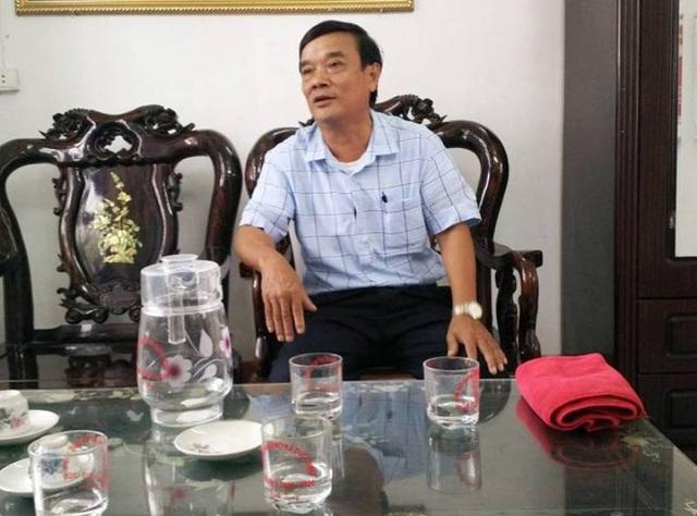 Ông Đinh Quang Hòe - Chủ tịch UBND xã Đức Long trong buổi làm việc với PV Dân trí.