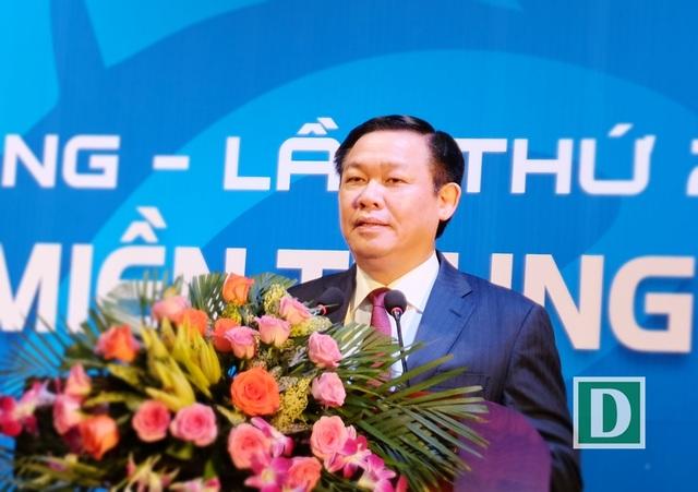 Phó Thủ tướng Vương Đình Huệ phát biểu chắc rằng nhiều đại biểu tham dự Diễn đàn ấn tượng với nhận định các địa phương trong Vùng duyên hải miền Trung có nhiều thế mạnh đề phát triển, nhưng vẫn còn mạnh ai nấy làm