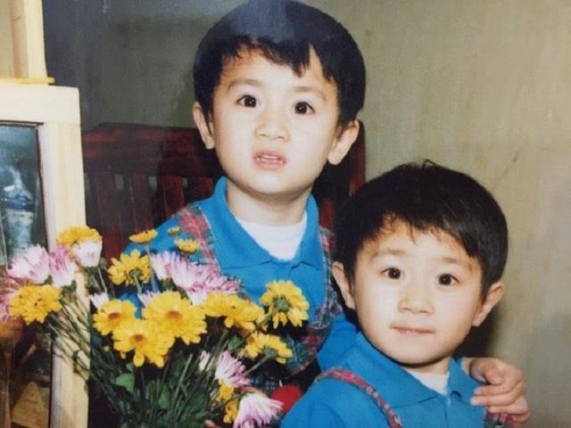 Hình ảnh của hai anh em sinh đôi