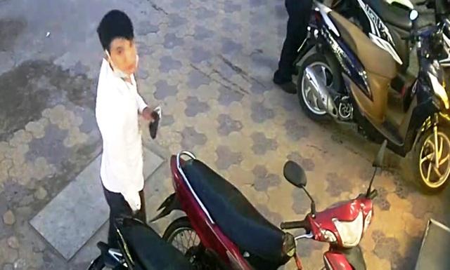 Hình ảnh khá rõ về nhân diện gã thanh niên lấy trộm xe máy tại cửa hàng tiện lợi trên đường Tăng Nhơn Phú, phường Phước Long B, quận 9.