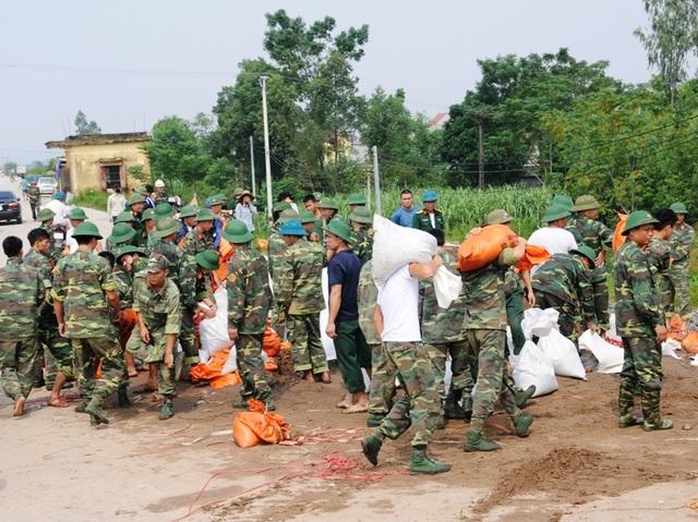 """Hơn 700 chiến sĩ giải cứu """"át chủ bài"""" tiêu úng vùng Gia Viễn - 4"""