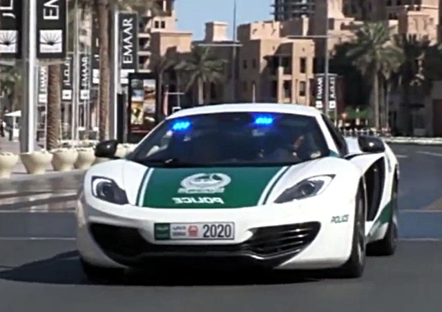 Chán siêu xe, cảnh sát Dubai chuyển sang môtô bay - 11