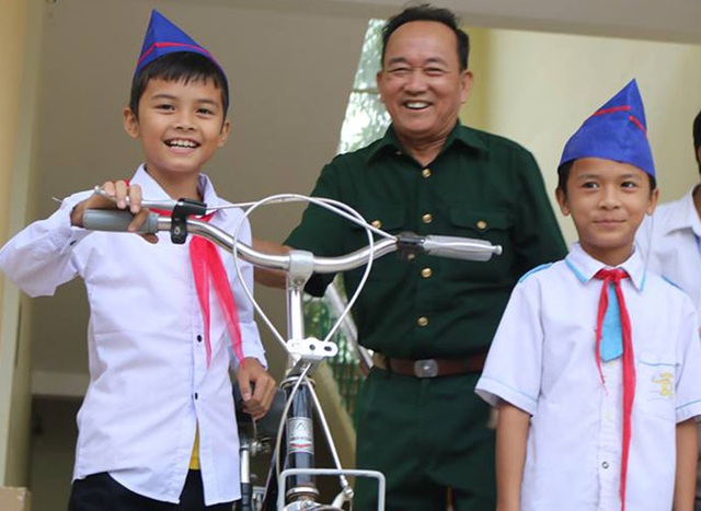 Những chiếc xe đạp của ông Thực đã mang lại rất nhiều niềm vui, tiếp bước cho các em học sinh nghèo đến trường. Ông luôn được các em nhỏ ở vùng quê này gọi là ông bụt.