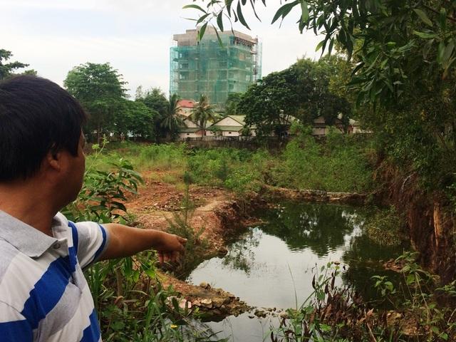 Theo ông Phạm Văn Sỹ và nhiều người dân khu phố 7 cho biết, từ khi công ty Hải Luu được UBND tỉnh Kiên Giang giao đất đã gần 10 năm nhưng tại dự án này không xây dựng công trình nào chỉ thấy múc cát đá... bán