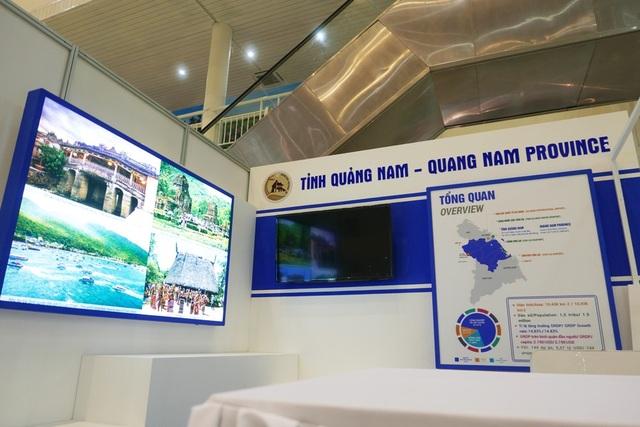 Trung tâm báo chí quốc tế cũng bố trí các gian trưng bày, quảng bá hình ảnh, thông tin các địa phương như Đà Nẵng, Quang Nam... tới khách quốc tế.