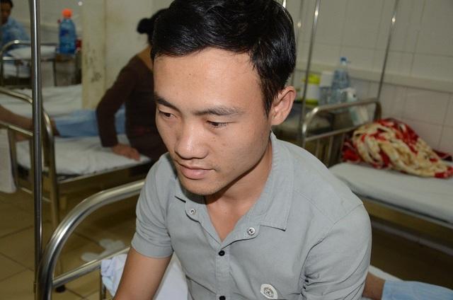 Vì gia đình khó khăn, bố mẹ lại không nói được tiếng Kinh, nên chỉ có người anh trai Lò Văn Vũ chăm sóc em.