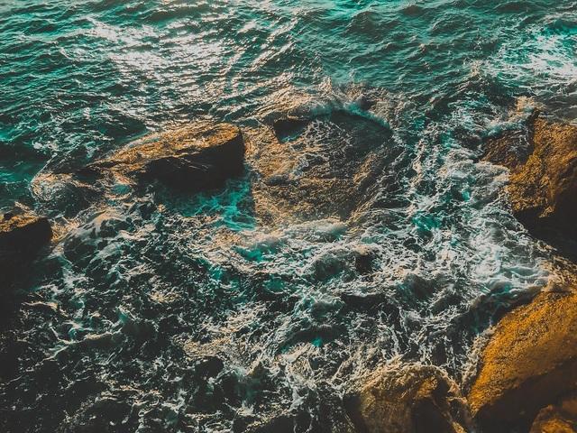 Độ chi tiết của từng con sóng được tái hiện ở mức cao.