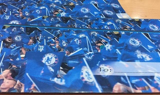 Cặp đôi fans Chelsea thiết kế thiệp cưới như vé xem bóng đá - 4