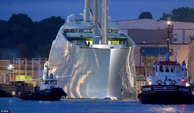 Cơ chế điều khiến của du thuyền khá hiện đại khi thuyền trưởng sẽ điều khiển du thuyền này bằng một màn hình cảm ứng. (Ảnh: EPA)