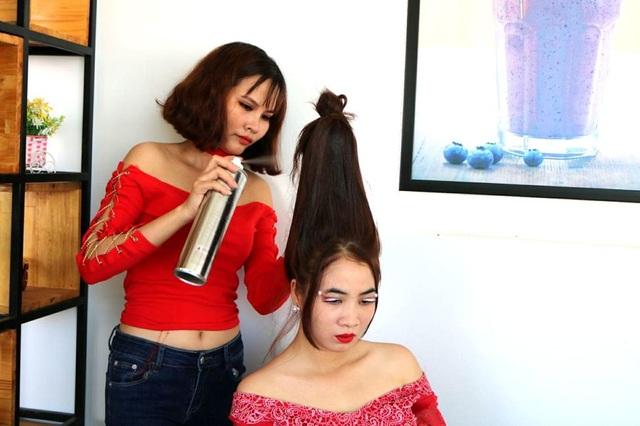 Cố định tóc bằng lớp keo xịt