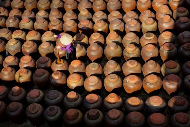 Ảnh đẹp trong ngày 9/9/2016. Tương là một loại gia vị làm từ bột đậu nành và cơm lên men, thường được sử dụng trong ẩm thực truyền thống Việt Nam. Tương Bần hay tương làng Bần, được sản xuất tại thị trấn Bần Yên Nhân, thuộc huyện Mỹ Hào, tỉnh Hưng Yên, đồng bằng châu thổ sông Hồng của Việt Nam.