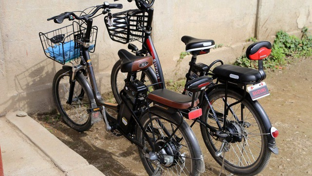 Từ lâu, xe đạp điện được nhập từ Nhật Bản chỉ xuất hiện ở những đô thị như thủ đô Bình Nhưỡng. Tuy nhiên, ngày càng nhiều những chiếc xe loại này xuất hiện ở các thành phố nhỏ, dấu hiệu cho thấy kinh tế ở những khu vực này dường như đang dần khởi sắc.