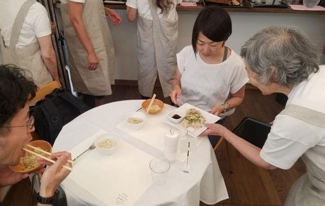 """Tuổi già đãng trí trở thành đặc sản của """"nhà hàng mang nhầm món"""" - 9"""