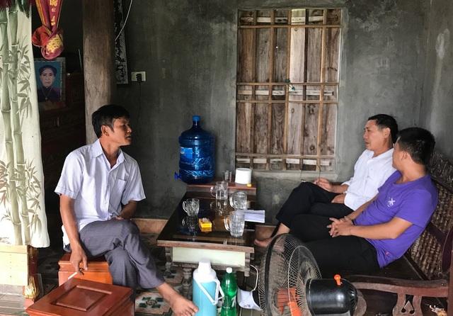 Anh Trần Văn Long con ông Khanh trình bày sự việc với PV.