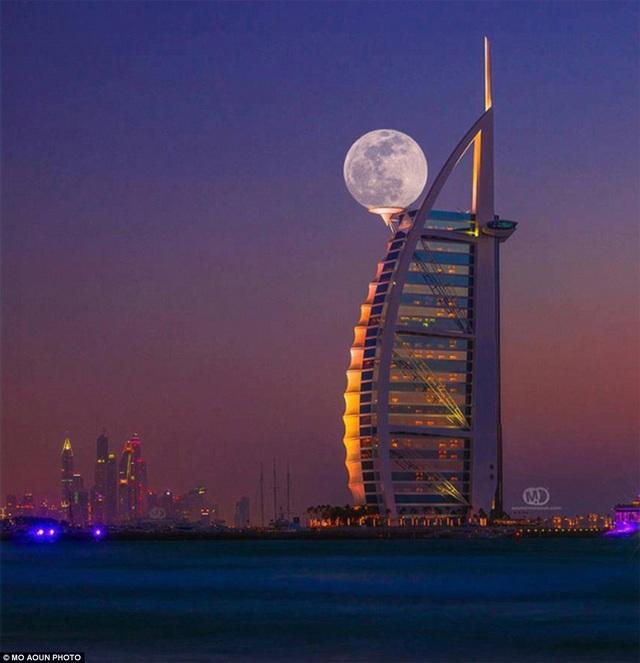 Mặt trăng ở Dubai.