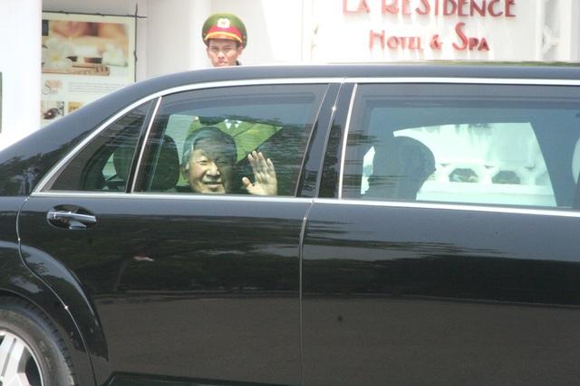 Nhật hoàng rời khách sạn La Residence
