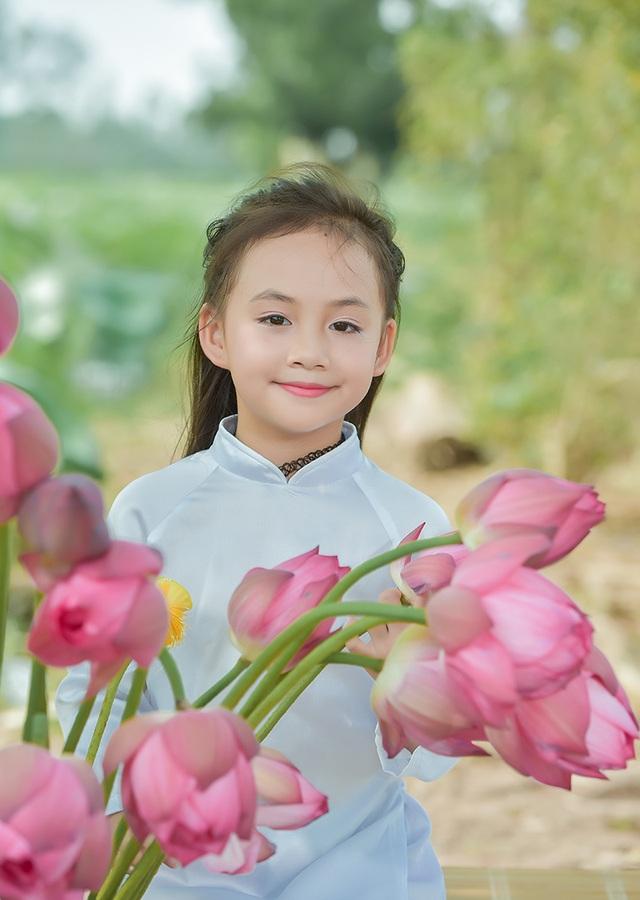 Cô bé Bùi Hồng Nhung sinh năm 2009, hiện đang học tại trường Tiểu học Định Công, Hà Nội.