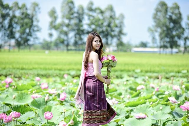 Bộ ảnh được nhiếp ảnh Lê Xuân Bách chụp cho Anisone tại đầm sen ở huyện Thường Tín, Hà Nội.