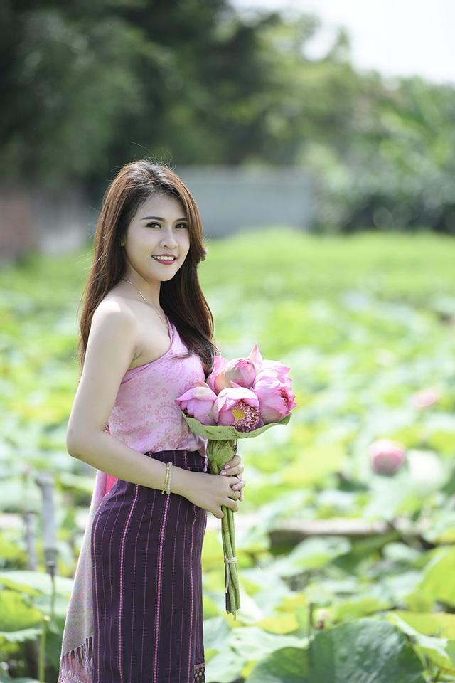 Anisone có khả năng nói và viết tiếng Việt lưu loát. Thậm chí, cô còn sử dụng khá nhiều ngôn ngữ teen Việt một cách trôi chảy.