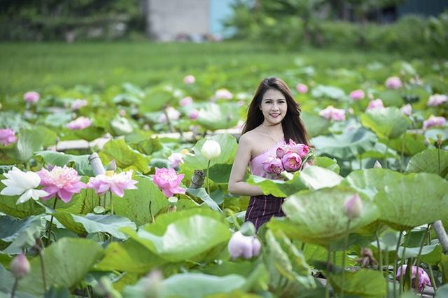 Anisone đang học năm cuối đại học. Cô đã sống tại Việt Nam được hơn 5 năm.