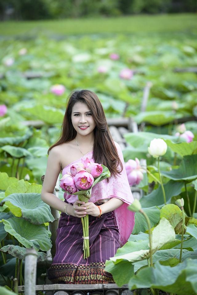 Anisone có nick-name là Mi mi, hiện đang là sinh viên của Học viện Bưu chính viễn thông (Hà Nội, Việt Nam).