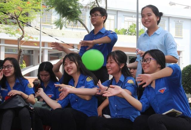 Những buổi giao lưu văn hóa văn nghệ đã được tổ chức tạo cơ hội cho các em học sinh được giải trí, thư giãn sau những giờ học căng thẳng, mệt mỏi.