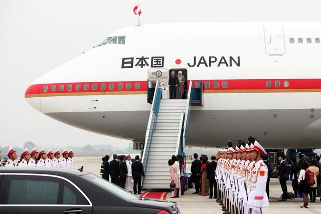 Nghi thức đón nguyên thủ quốc gia được chuẩn bị tại chân máy bay, sân bay quốc tế Nội Bài.
