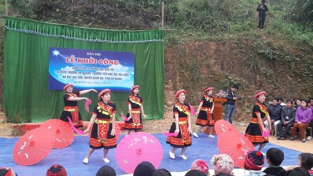 Tiếc mục múa của các cô giáo trường mầm non Bát Đại Sơn