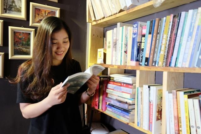 Cô bạn duyên dáng này từng cùng với bạn học của mình đạt giải Nhất trong cuộc thi Sinh viên tài năng, thanh lịch của ĐH Đà Nẵng