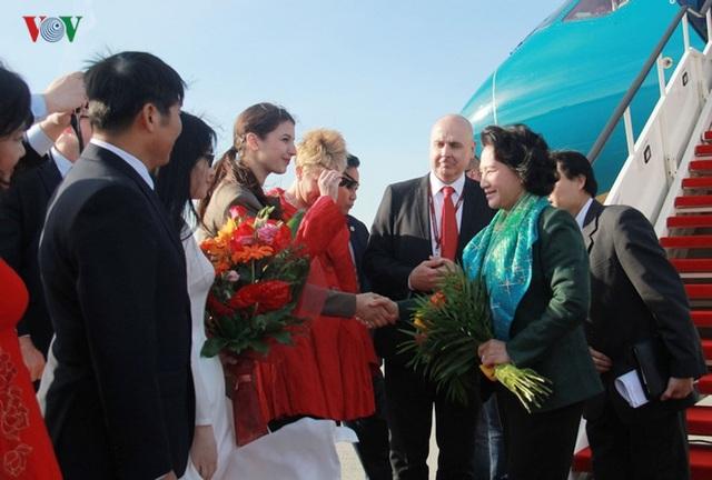 Kiều bào chào đón Chủ tịch Quốc hội Nguyễn Thị Kim Ngân thăm Hungary - 6