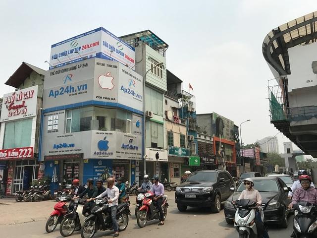 Rất có khả năng chỉ một thời gian ngắn tới đây, thị trường Việt sẽ có sự thay đổi lớn khi các bảng hiệu quả táo cắn dở quen thuộc sẽ không còn được trưng lên một cách xô bồ như hiện nay.