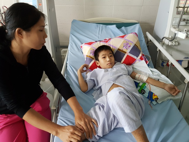 Mỗi tuần cháu Bảo phải chạy thận 3 lần ở bệnh viện