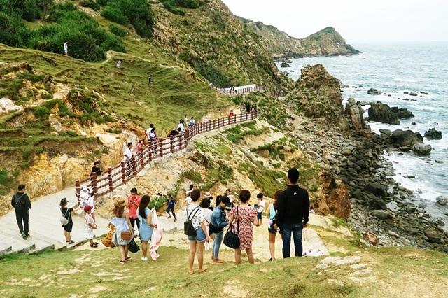 Thắng cảnh Eo Gió - Nhơn Lý là điểm đến rất hót ở Bình Định