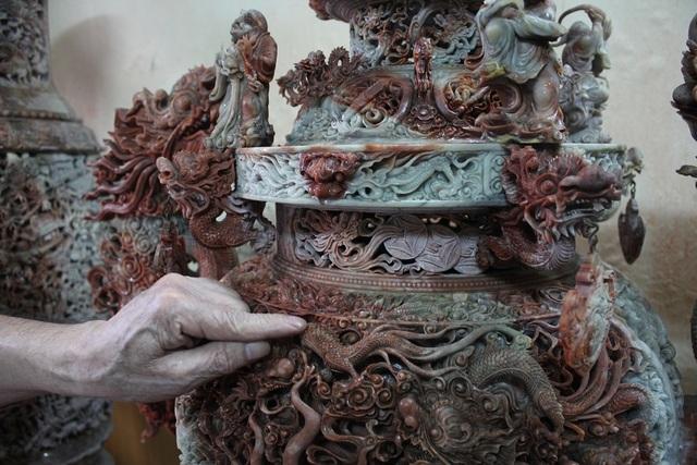 Chủ nhân của bộ tác phẩm độc đáo này cũng khẳng định, kỹ thuật chạm khắc đá trên bộ Tam bảo vĩnh hằng được xem là tinh tế, cầu kỳ bậc nhất hiện nay.