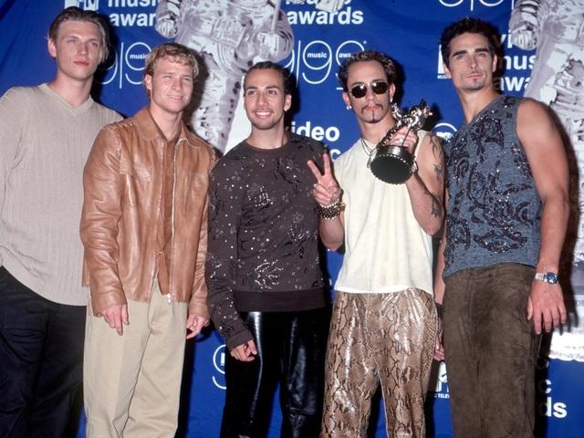 Nhóm nhạc Backstreet Boys ngay từ thời còn trẻ đã là những chàng trai có lối sống lành mạnh, họ yêu cầu thực đơn trong phòng thay đồ có nước khoáng, sữa tươi, hoa quả, rau xanh, bơ thực vật, bánh mì với mứt trái cây; tuyệt đối không để bánh kẹo, sôcôla, đồ ăn vặt trong phòng.