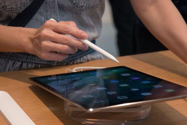 Trải nghiệm iPad Pro tại Apple Store ở Singapore.