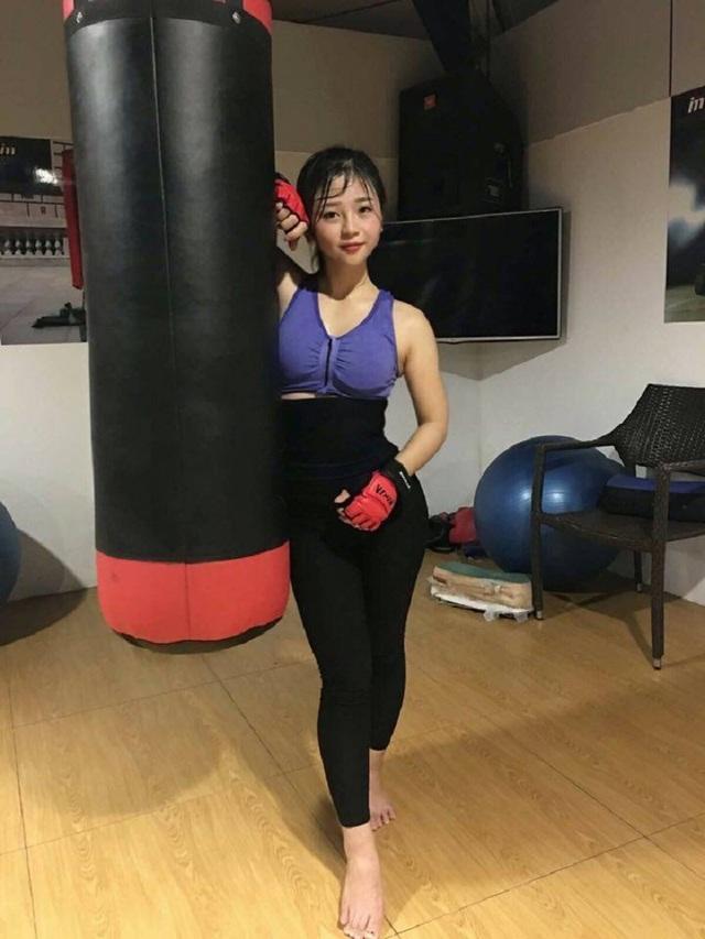 Chân dung cô gái xinh đẹp múa côn điêu luyện gây sốt mạng - 5