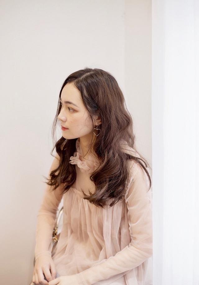 Dành nhiều thời gian cho việc học tập nhưng duyên đến thì khó chối từ, Linh quyết định trải nghiệm tự kiếm tiền từ việc làm mẫu thời trang.