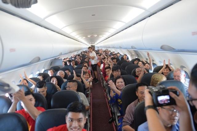 """Gần 200 hành khách Vietjet cùng hát """"Nối vòng tay lớn"""" mừng quốc khánh 2/9 - 6"""