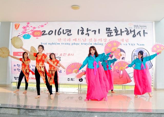 Các chương trình văn nghệ đa dạng: nhảy K-Pop, Hát, Múa truyền thống