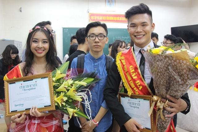Linh Chi đạt Giải Ba cuộc thi Nét đẹp học sinh Chu Văn An và Giải Tài Năng cuộc thi Nét đẹp học sinh Chu Văn An.