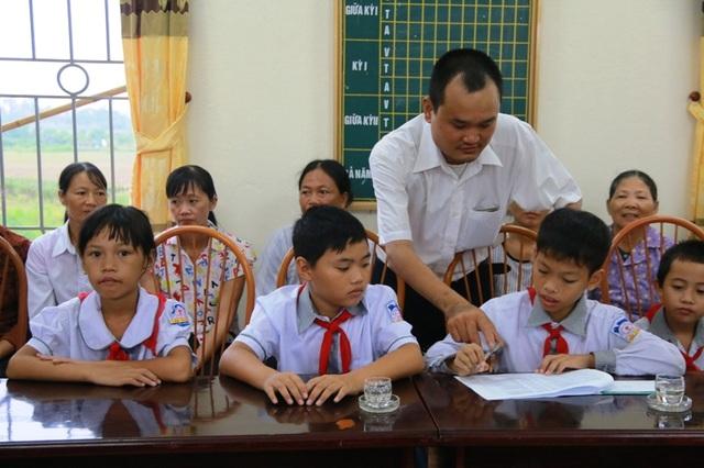 """Trao 20 suất học bổng """"Về Trường Sơn 2017"""" đến học sinh nghèo học giỏi Ninh Bình - 4"""
