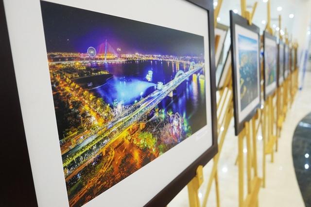 67 bức ảnh đẹp về đất nước, con người Việt Nam được trưng bày trong tòa nhà.